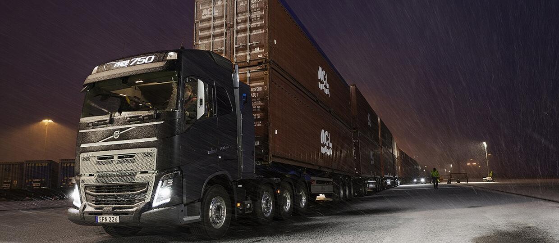 Volvo FH16 kontra 750 ton