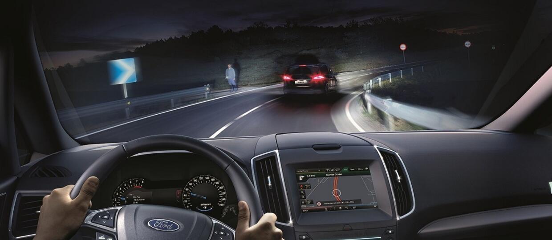 Ford pokazał adaptacyjne światła Glare-Free Highbeam