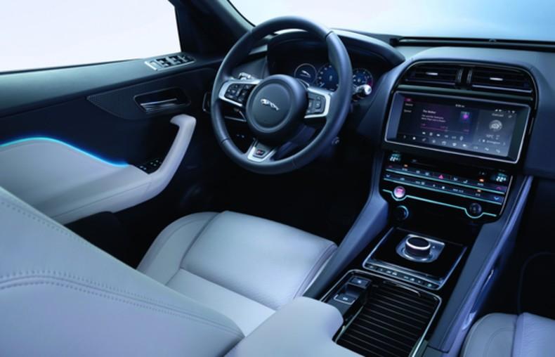 Jaguar F-Pace (25)