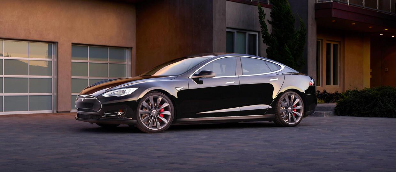 Tesla w ramach akcji serwisowej wezwała 90 000 aut