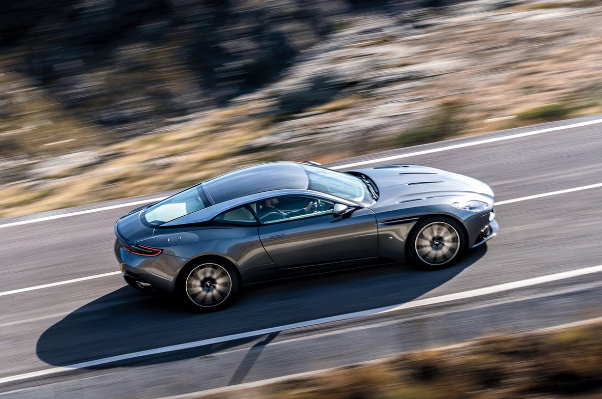 Wyciekły zdjęcia Astona Martina DB11
