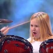 10-latka wymiotła na perkusji Rage Against the Machine i Led Zeppelin