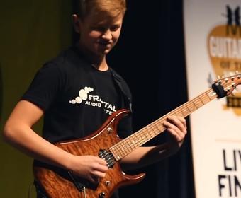 13-letki gitarzysta