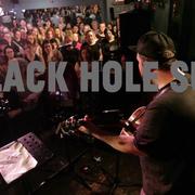 """225 fanów Chrisa Cornella wykonało """"Black Hole Sun"""""""
