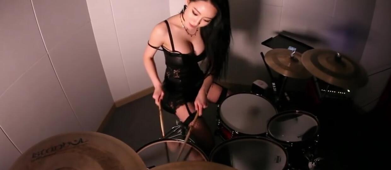 5 półnagich coverów w wykonaniu koreańskiej perkusistki