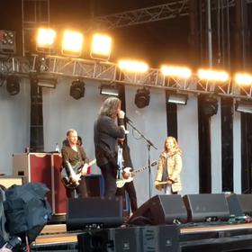 8-letnia córka Dave'a Grohla zagrała na perkusji z Foo Fighters