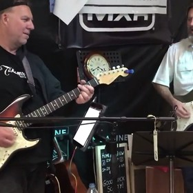 Muzyk grał na gitarze 125 godzin