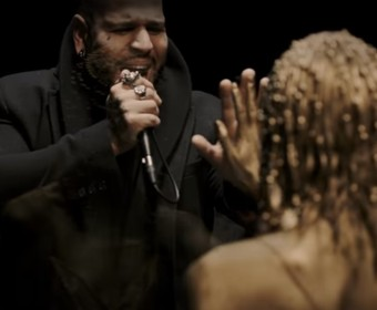 """Bad Wolves przedstawił teledysk do coveru """"Zombie"""" The Cranberries, dedykowany Dolores O'Riordan"""