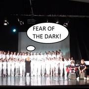 """Chór dzieci z podstawówki zaśpiewał """"Fear of the Dark"""" z repertuaru Iron Maiden"""