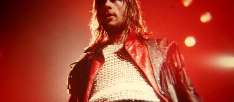 Co się dzieje, gdy Iron Maiden gra z playbacku?