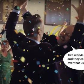 """Cover """"Never Tear Us Apart"""" INXS w reklamie iPhone'a X o małżeństwach jednopłciowych"""
