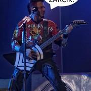 Czemu nowy wokalista Five Finger Death Punch śpiewa o ku*asach?