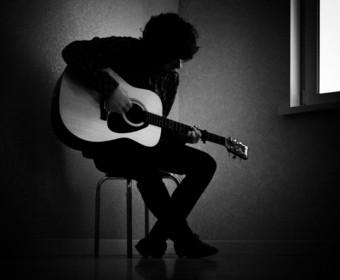 Depresja w świecie rocka. Słynni muzycy, którzy przyznali się do tej choroby