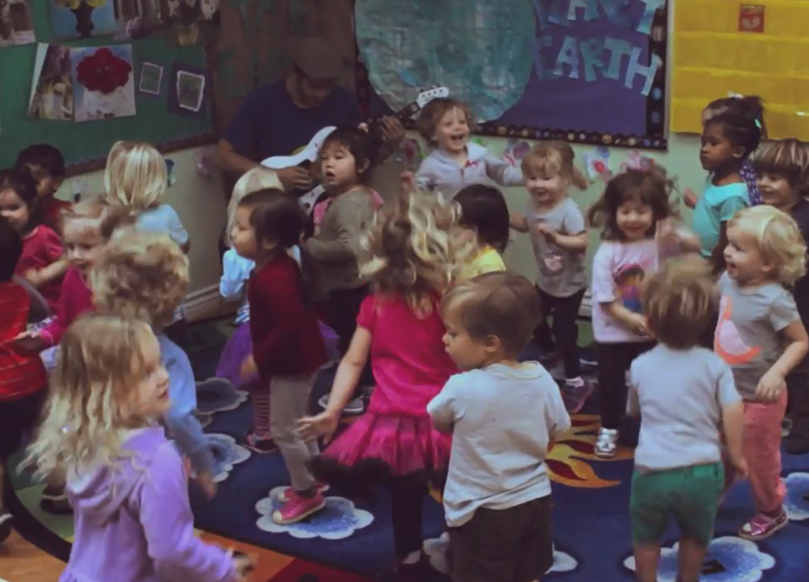 Dziecięce pogo w przedszkolu