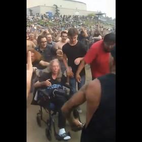 Fanka na wózku inwalidzkim