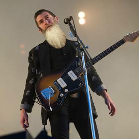 Fanka stworzyła petycję, bo nie chce brody u wokalisty Arctic Monkeys