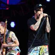 Flea: Widok Dave'a Navarro obudził na nowo wspomnienia