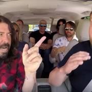 Foo Fighters śpiewa karaoke w samochodzie
