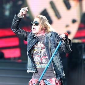 Guns N' Roses żąda od organizatorów koncertów porcelanowych sedesów i supergładkiego papieru toaletowego