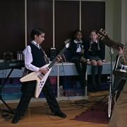 """Gwiazda """"Szkoły Rocka"""" została zatrzymana za kradzież gitar"""