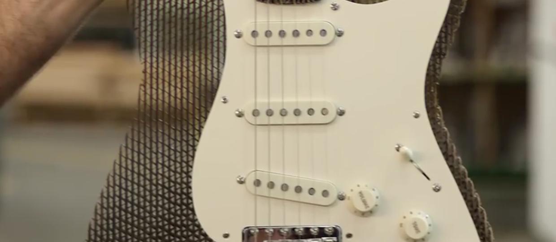 Jak brzmi gitara z kartonu?
