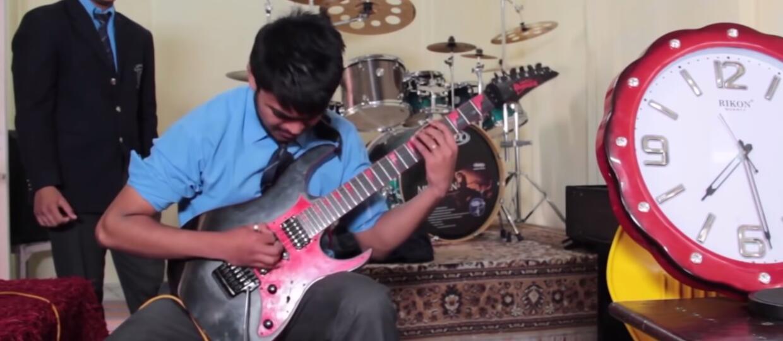 Jak brzmi najszybsze solo gitarowe świata?