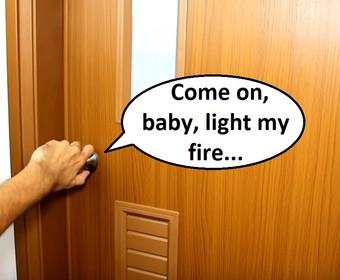 Jak brzmią utwory The Doors zagrane na drzwiach?