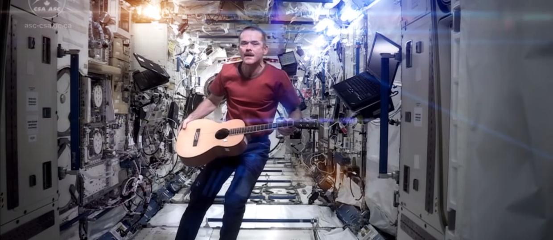 Jak gra się na gitarze w kosmosie?