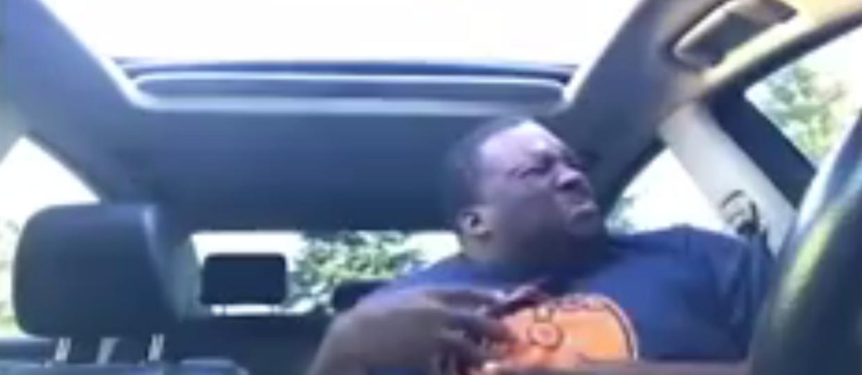 Jak prawdziwy fan słucha metalu w samochodzie?