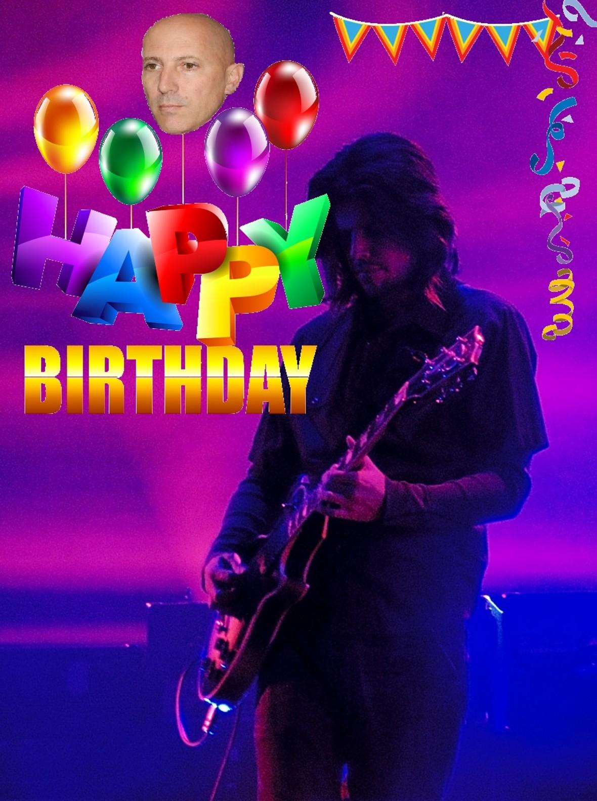 Jak w zespole Tool świętuje się urodziny muzyka?