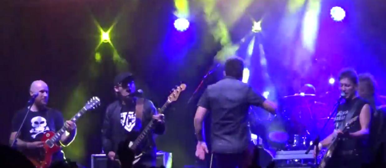 Jak wygląda berek na scenie podczas punkowego koncertu?