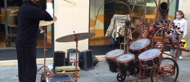 Jak zagrać na perkusji żonglując pałeczkami?