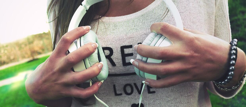 Jakich piosenek na walentynki internauci szukali częściej – o miłości czy o złamanych sercach?