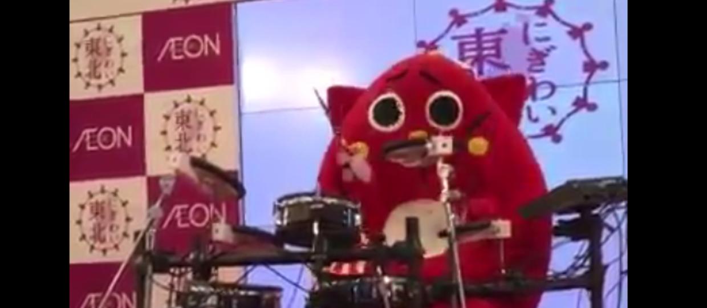 Japońska maskotka zagrała death metal na perkusji