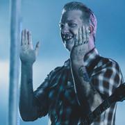 Josh Homme w moshpicie na koncercie żony