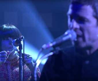 Kobieta grająca na nożyczkach znów wystąpiła z Noelem Gallagherem