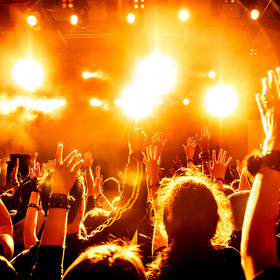 Publiczność na koncercie rockowym