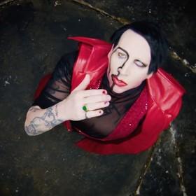 Marilyn Manson zmusił fana na koncercie do zdjęcia koszulki Avenged Sevenfold