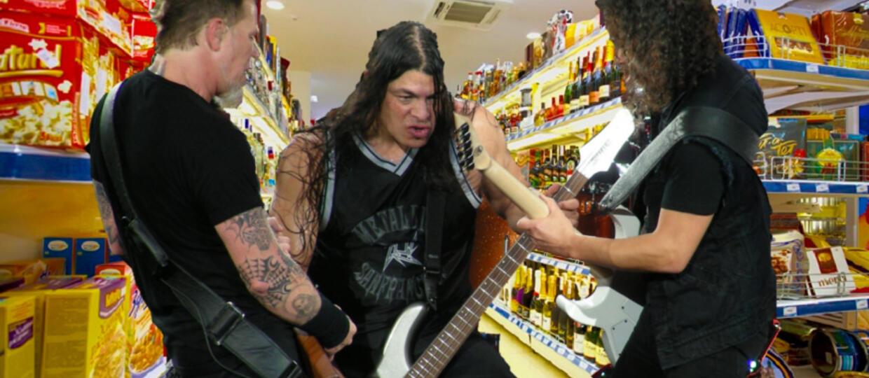"""Metallica podała """"Enter Sandman"""" na dziale mięsnym supermarketu"""