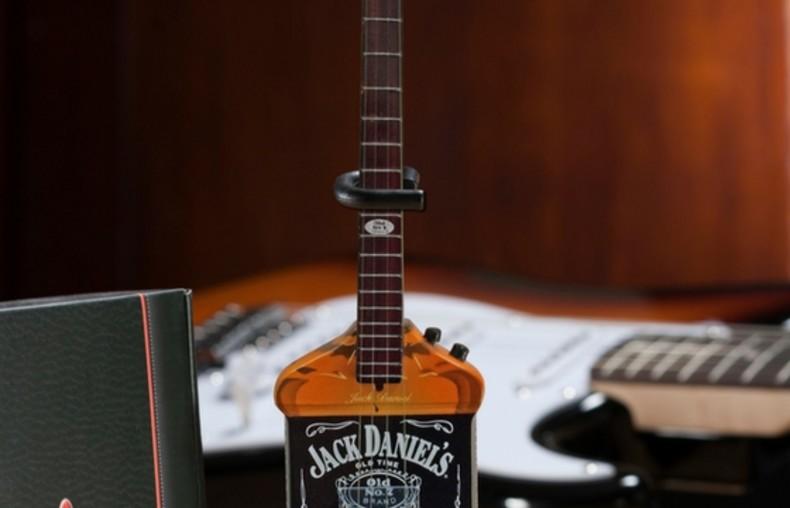 Michael-Anthony-Jack-Daniels-Bass-Miniature-Replica_7
