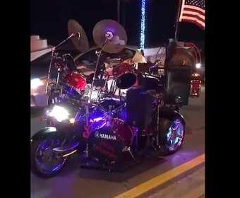 Motocykl i perkusja w jednym