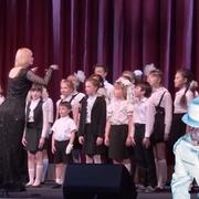 """""""Mutter"""" Rammsteina w wykonaniu szkolnego chóru"""