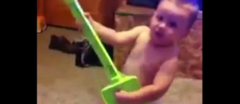 Najmłodszy fan Slayera wymiata na łopacie