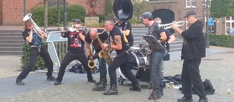 Orkiestra dęta w repertuarze Iron Maiden, Black Sabbath, AC/DC