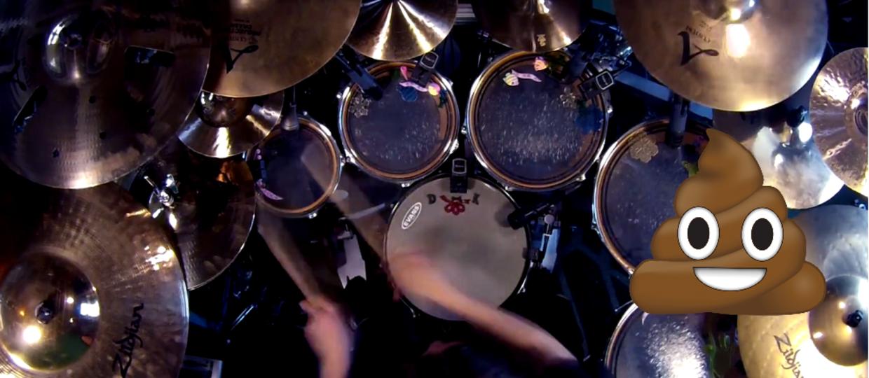 Perkusista zagrał metal i zastąpił dźwięk werbla... pierdami