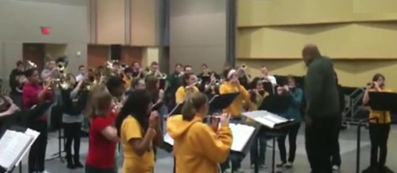 Rage Against The Machine w wykonaniu szkolnej orkiestry