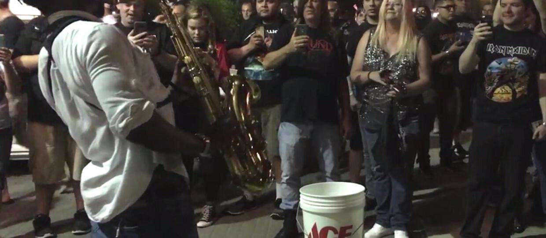 "Saksofonista zagrał ""The Trooper"" Iron Maiden"