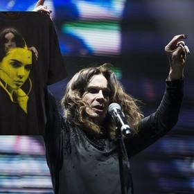 Siostry Jenner stworzyły koszulki z podobiznami legend rocka i samych siebie