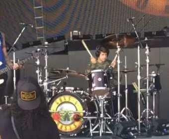 Syn Slasha zagrał na perkusji z Guns N' Roses