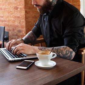 Tatuaże nie są probleme dla pracodawców